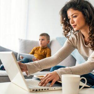 Desideri noleggiare dei laptop per un'azienda, un ufficio o un evento? Con Tecnomeeting puoi noleggiare uno o più di 100 laptop. Gestiamo un vasto stock di laptop nuovi delle migliori marche, come HP, Apple Macbooks e MSI. I nostri laptop sono stati introdotti nel mercato di recente e sono testati approfonditamente dal nostro team. Avrai così la garanzia di disporre sempre di laptop nuovi e perfettamente funzionanti.